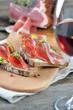 Beim Törggelen in Südtirol mit Wein und Speck