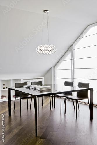Moderna sala da pranzo in mansarda di adpephoto foto for Sala pranzo mansarda