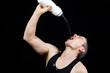 Fitness-Sportler beim trinken
