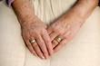 Hände einer alten Dame