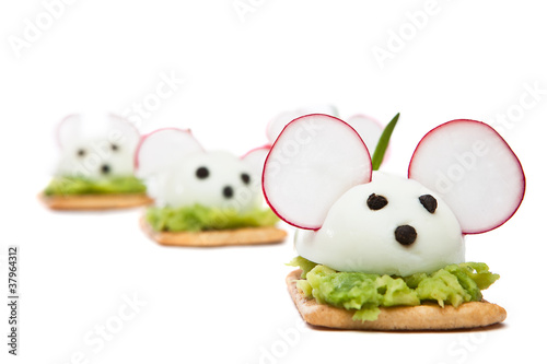 Mice made ​​with eggs, pepper, radish and avocado paste