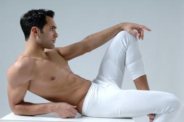 muskulöser Mann in Unterwäsche