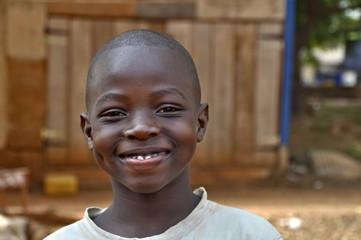 Afrikanischer , vergnügter Junge