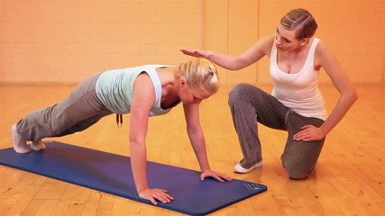 Fitness trainer giving instructions for pushups