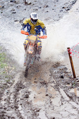 motocross nel fiume