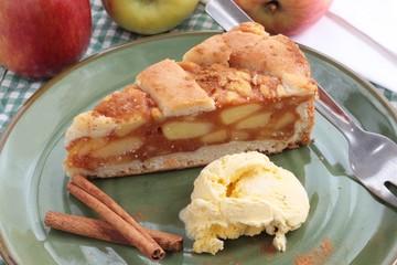 Apple pie with icecream