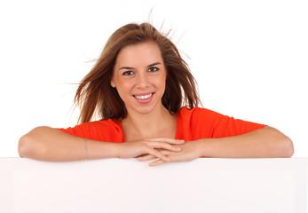 Junge Frau auf Werbetafel