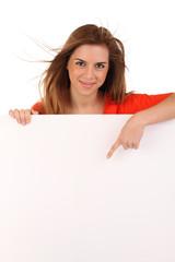Junge Frau mit Werbetafel