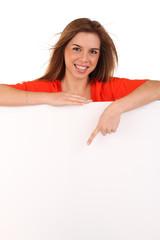 Junge Frau mit Freitexttafel