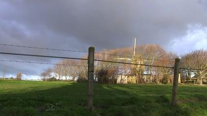 ciel gris et moulin de coquelles