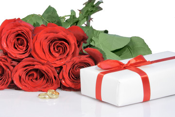 bouguet  roses and valentines gift