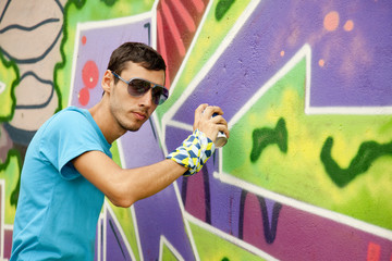 Graffiti painter drawing a picture on the wall