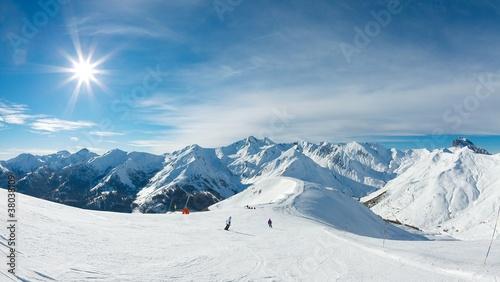 Skiing - 38038109