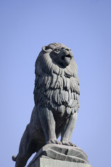 leone sul ponte di pietra a saragozza