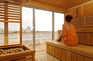 frau in der sauna 7