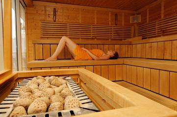 frau in der sauna 2