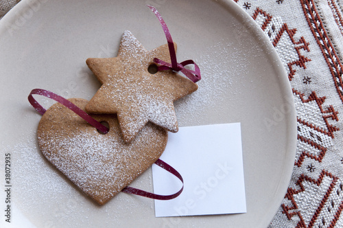 Hear and star cookies with paper note