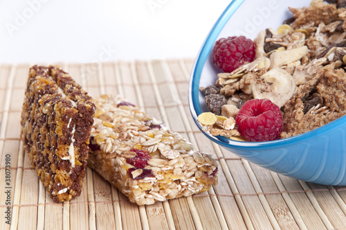 Muesli bowl and bars with raspberries