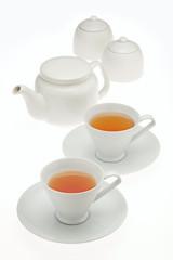 ティーポットとカップと紅茶