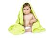 Secando al bebé tras el baño.