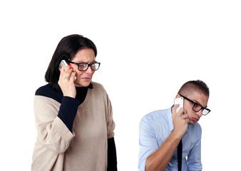 Madre e figlio al telefono