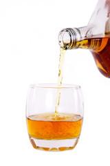 bouteille de whisky et verre