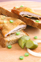 Breaded chicken with pickles