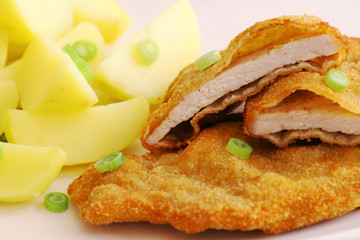 Breaded chicken with potatoes