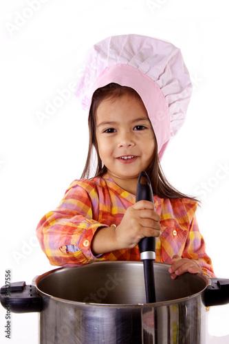 Enfant qui cuisine comme un chef gastronomique de dreana - Cuisine comme un chef ...
