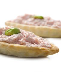 Barchette di pasta brisè con mousse di mortadella - antipasto-