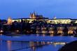 Prag, Karlsbrücke und Prager Burg Hradschin bei N