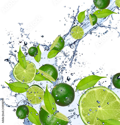 Aluminium Opspattend water Limes falling in water splash, isolated on white background