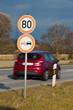 Tempo 80 auf einer Landstraße