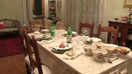 cena di natale tavola imbandita