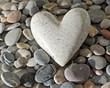 Herz auf Kieselsteinen