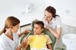 Mutter mit Kind beim Zahnarzt