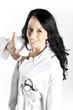 Ärztin in weißem Kittel streckt die Hand aus