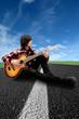 Ragazzo suona sulla strada