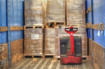 transport logistique - chargement de camion