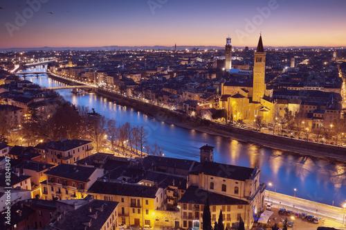 Leinwanddruck Bild Verona at night - Italy