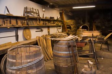 Atelier de tonnellerie traditionelle française