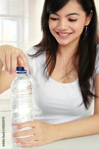 Leinwanddruck Bild woman with a bottle of water