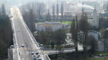 Verkehrsader in Stadtnähe