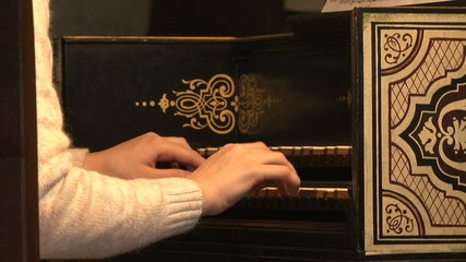 Harpsichord, keyboards, hand