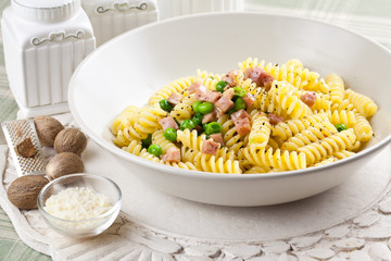 Pasta ham and green peas