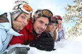 Fototapety Ski couples lying in the snow