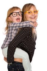 Schwestern beim toben