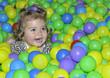 Bolas de colores y diversión.