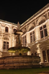 Nightshot of the lateral facade of Vienna opera house
