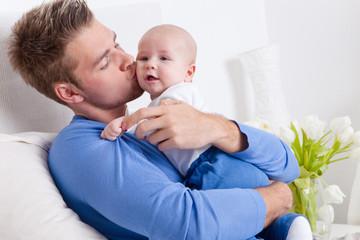 kleinkind kuss